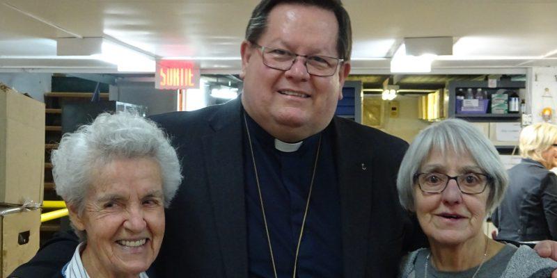Monseigneur Lacroix rend visite à CSI